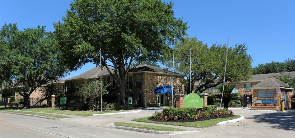 Rockridge Station Main Building - Houston Apartment Complex