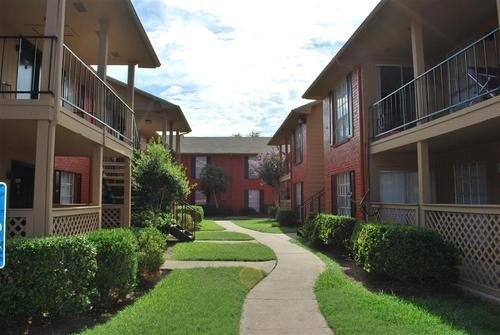Houston Texas Stoneriver Apartment Walkway