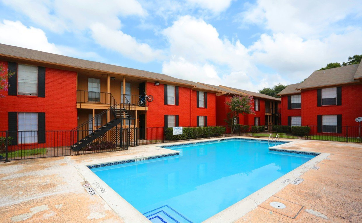 Houston Texas Stoneriver Apartment Complex Pool