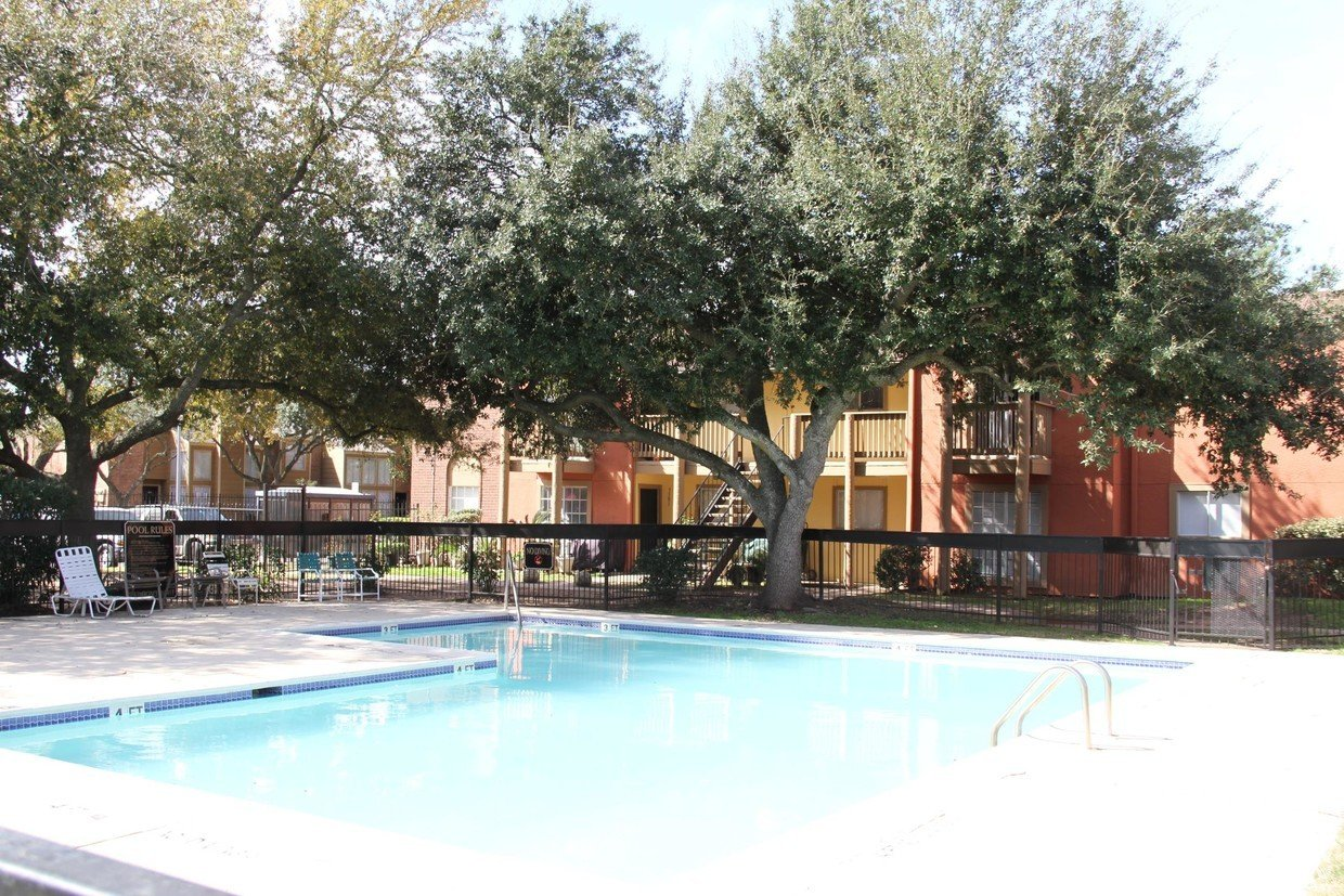 Wesley Garden Pool and Apartments