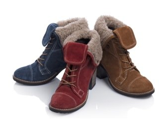 Women's shoes with woolen parts