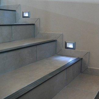 impianto d'illuminazione a led su scale condominio , impianto d'illuminazione a led settore civile , impianto d'illuminazione presso condominio
