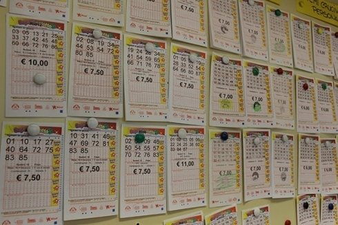 Presso la Tabaccheria Gianni Bastelli si eseguono estrazioni legate alle lotteria nazionali.