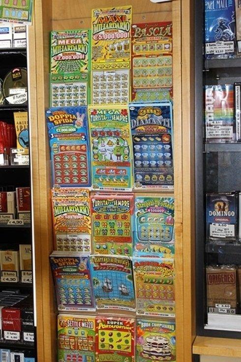 La Tabaccheria Gianni Bastelli cura la vendita di gratta e vinci.