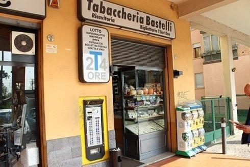 La Tabaccheria Gianni bastelli opera sia come tabaccheria e ricevitoria che come distributore automatico di sigarette.