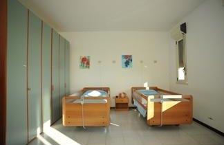 camera con due letti singoli elettrici