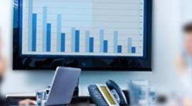 schermo di un pc, studio contabile, grafici di un'azienda