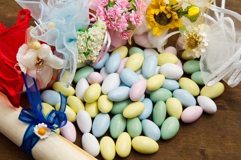 confetti alle mandorle di vari colori