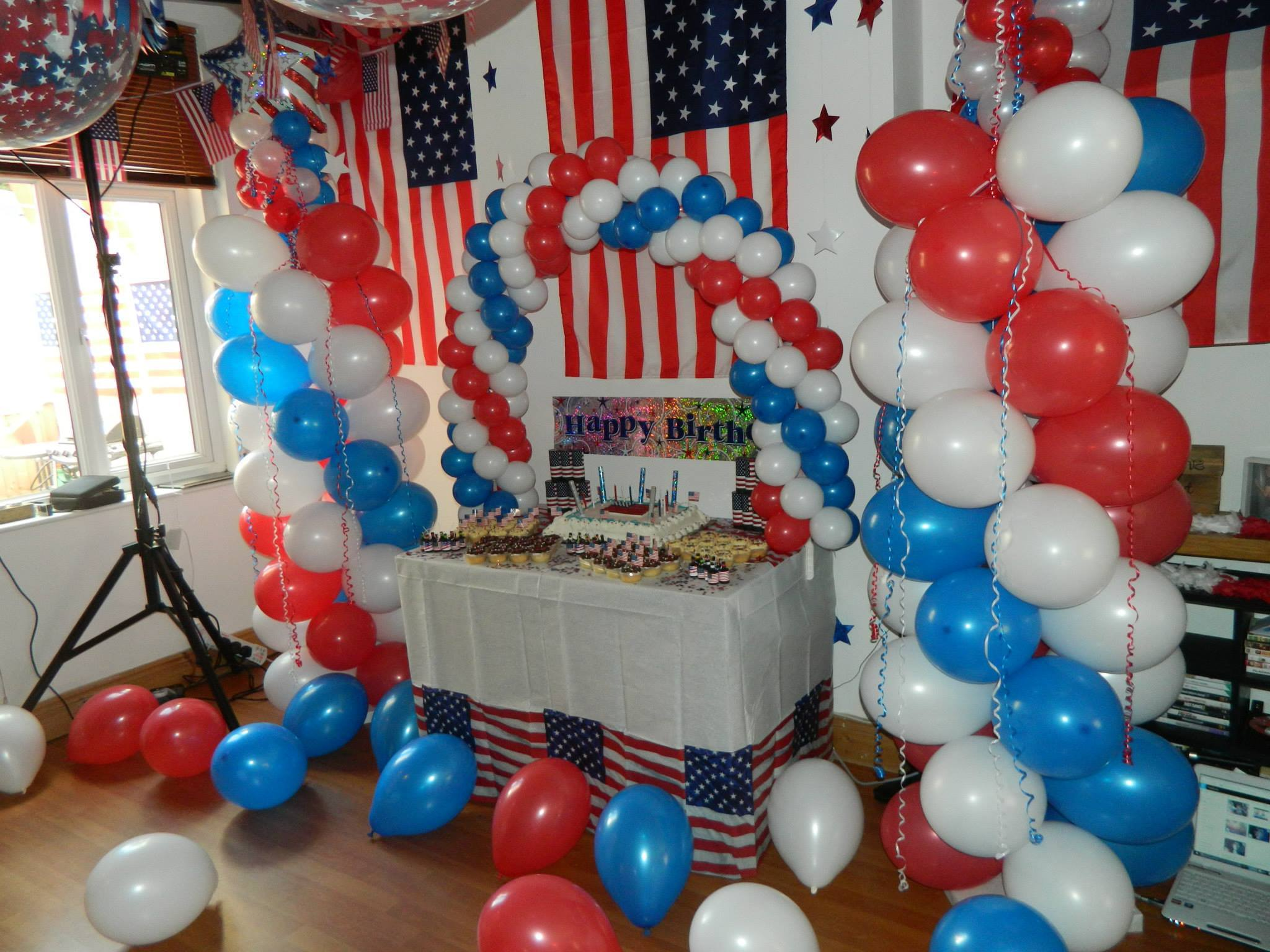 flag themed balloons