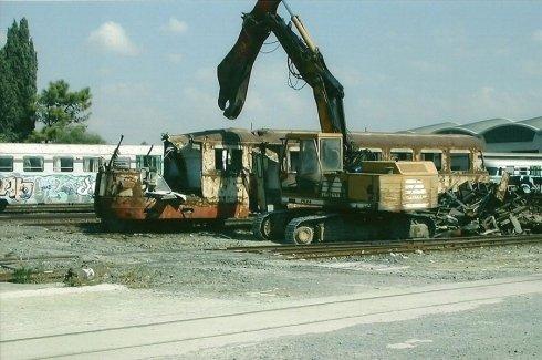 treno demolito