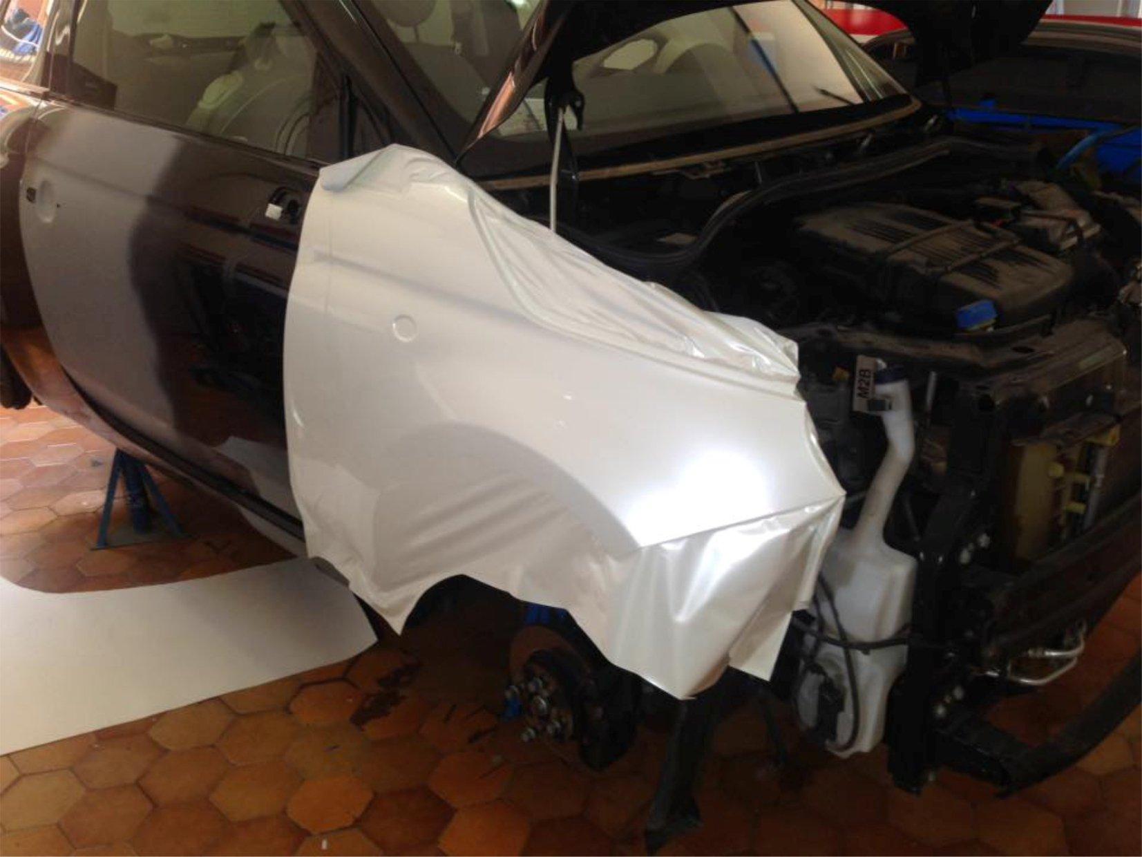 auto durante una fase di riparazione