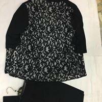 una camicia nera taglia forte da donna
