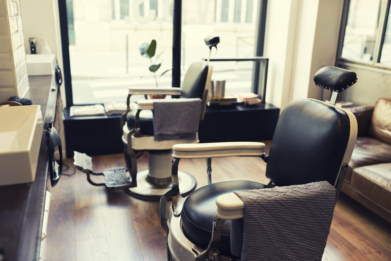 Arredamento per barber shop e parrucchieri genova abac for Arredamento shop