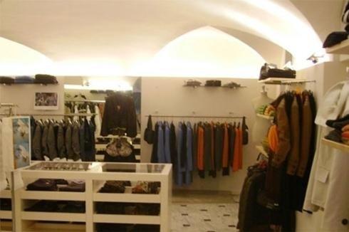 Arredamenti per negozi abbigliamento e intimo genova abac for Arredamento negozi genova