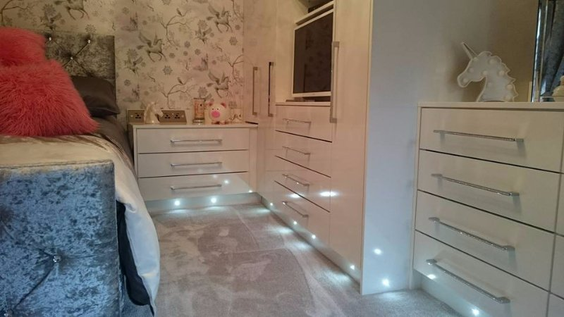 fitted bedroom gloss white