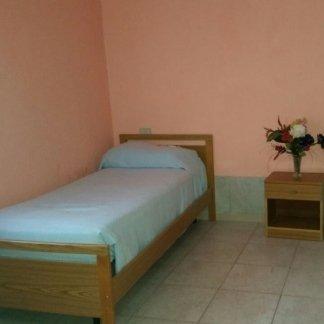 vista frontale letto singolo  della casa di cura