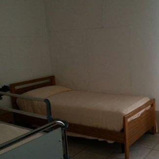 vista laterale letto singolo  della casa di cura