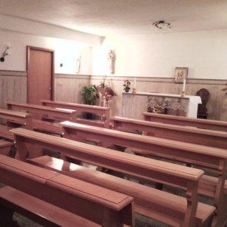 panche di una chiesa  della casa di cura