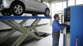 Autosalone, ricarica climatizzatore auto, revisioni, sostituzione gomme