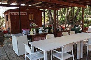 dei tavoli e delle sedie