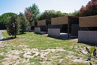 cabine con le foglie essiccate