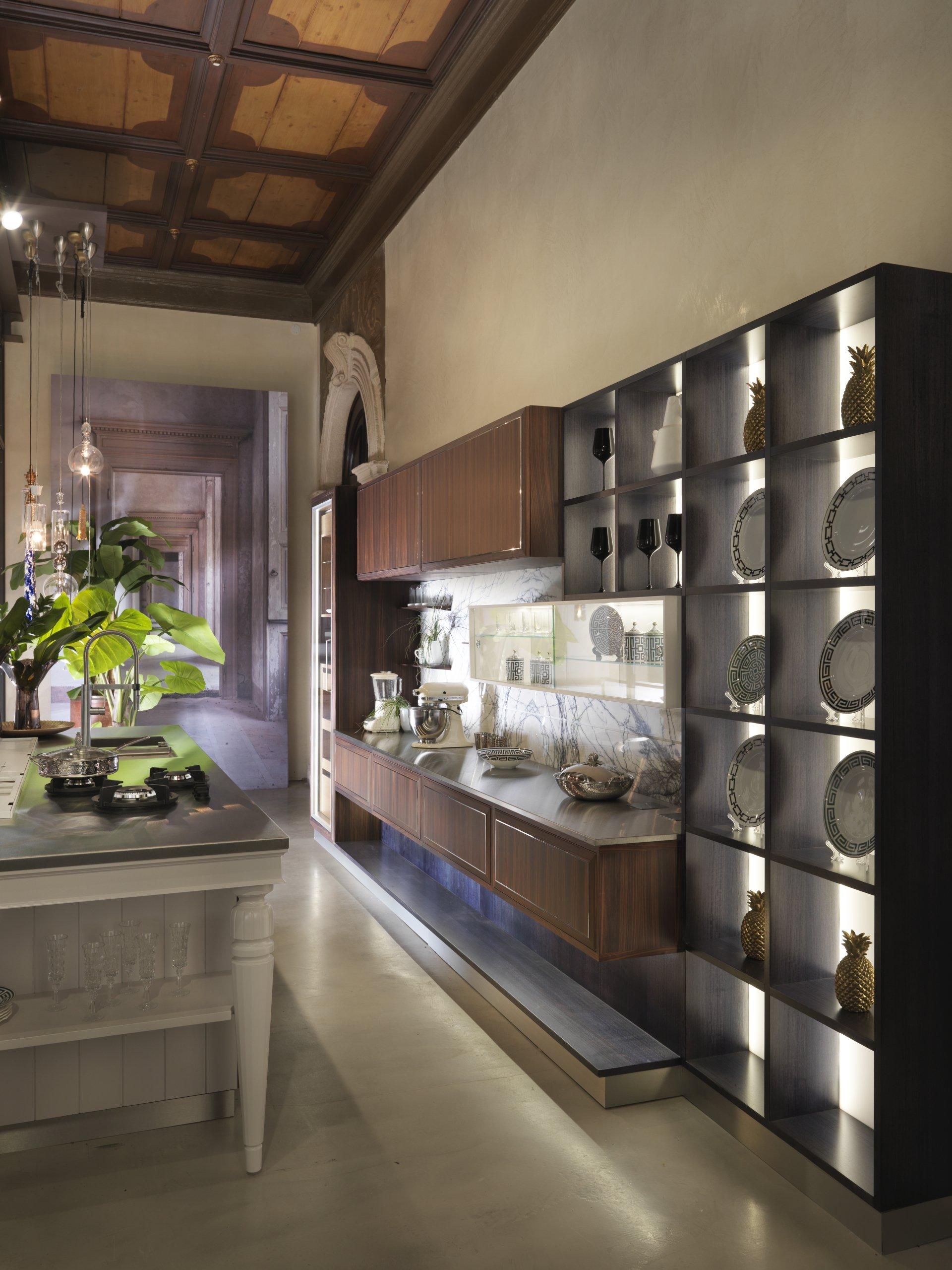 New martini mobili showroom in the heart of verona for Showroom mobili
