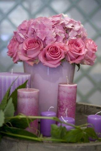 addobbi floreali e candele profumate