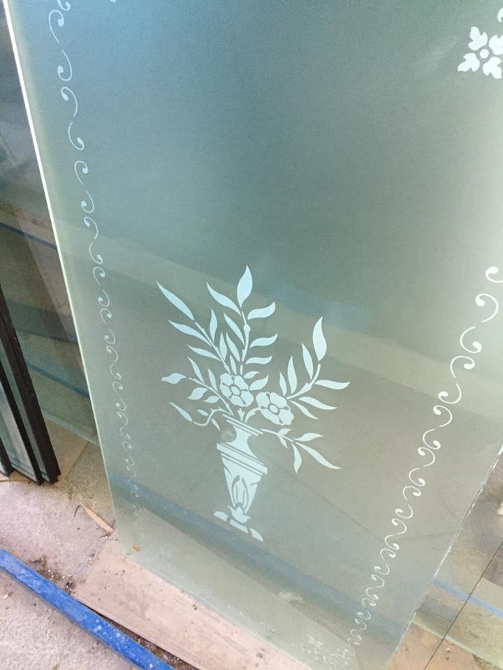 porte in vetro decorato