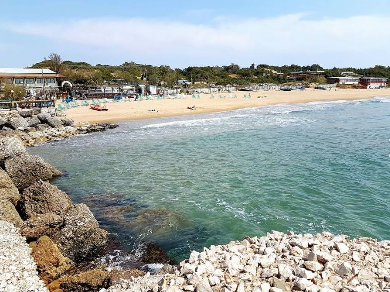 spiaggia e scogli