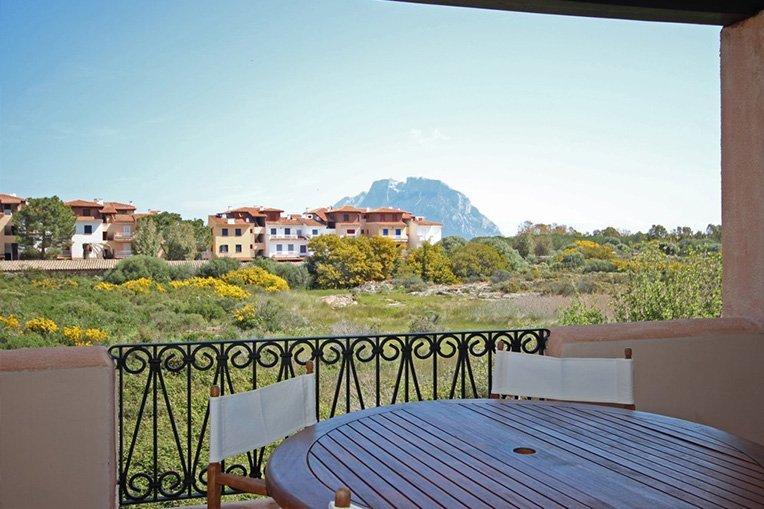 La Veranda e sulo sfondo l'isola di Tavolara