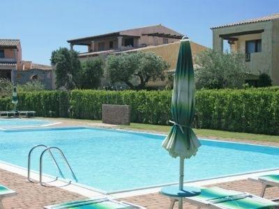 Casa con vista sulla piscina