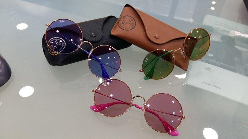 occhiali da sole marchio RAYBAN