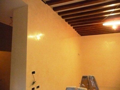 2 finitura travi e marmorino pareti