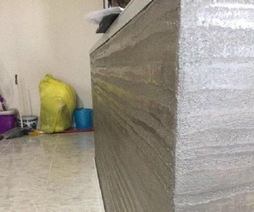 parete con tinteggiatura effetto marmo
