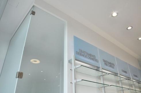scaffali in plexiglass