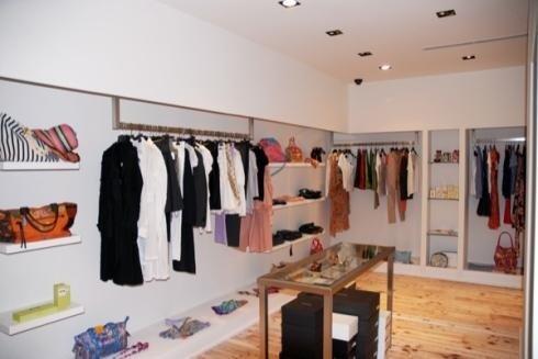 Stile minimal per arredo negozio