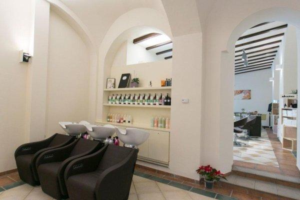 Arredamento negozi per parrucchieri novara s r progetti for Negozi arredamento novara