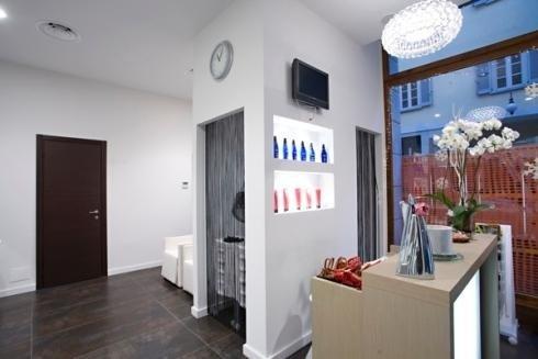 Arredamento negozi per parrucchieri novara s r progetti for Arredi per saloni parrucchieri
