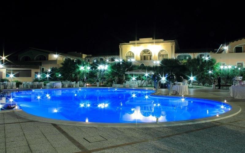 vista sulla piscina feudo San Martino