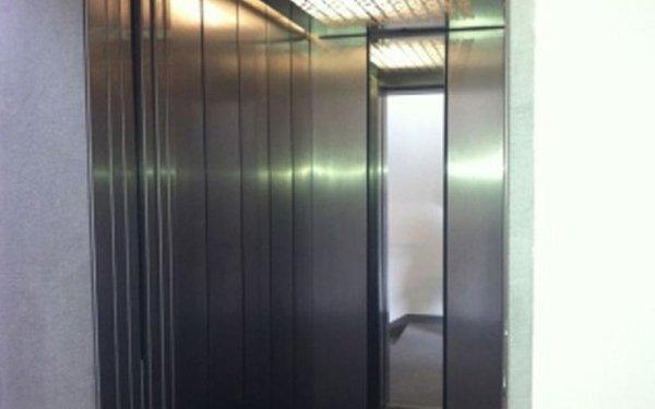 ascensore cromato