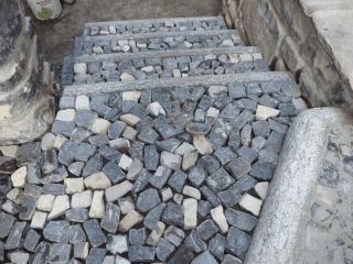 elementi architettonici in pietra