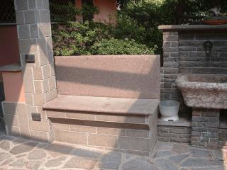 gradini e sedute in pietra
