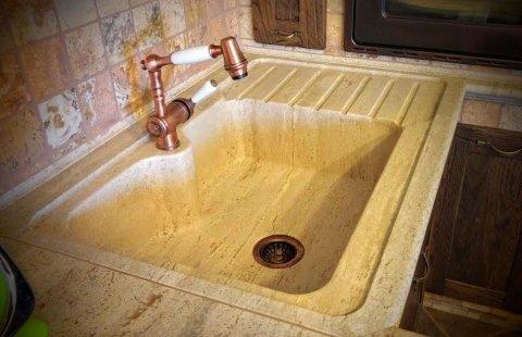 lavello cucina scavato in travertino anticato