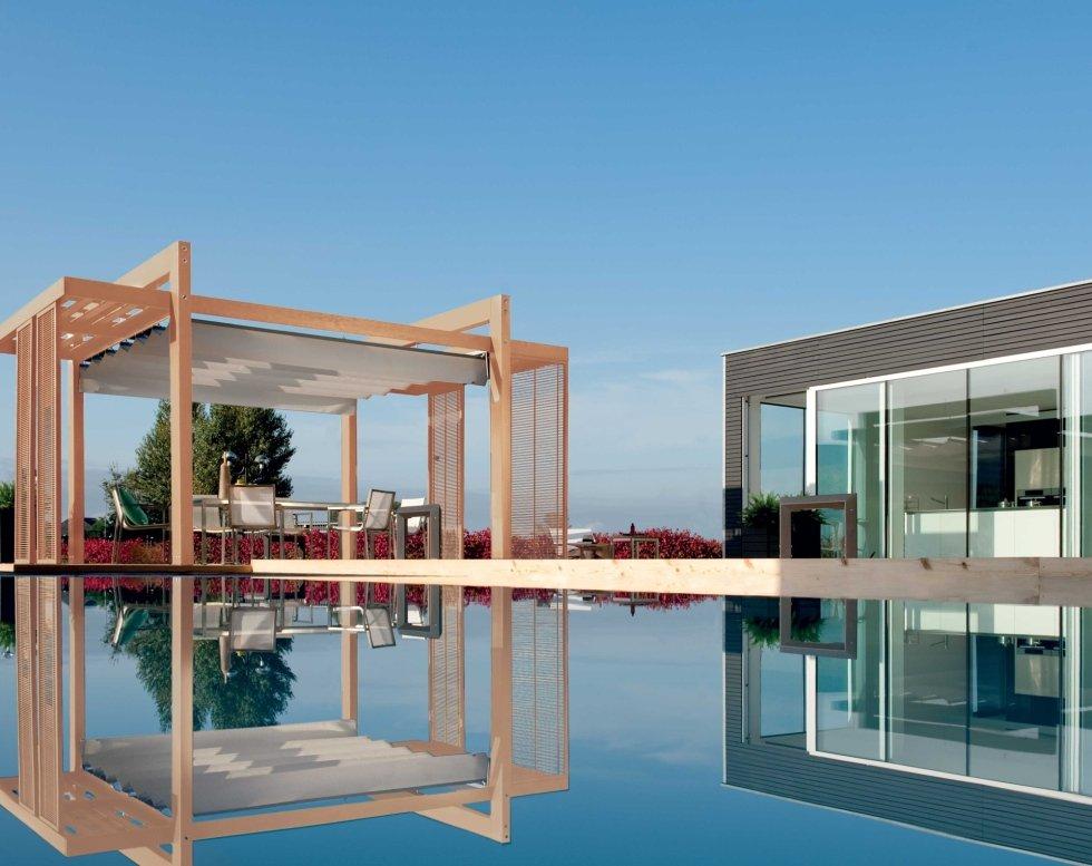 Gazebo in legno chiaro per piscina