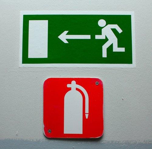 insegna uscita di emergenza