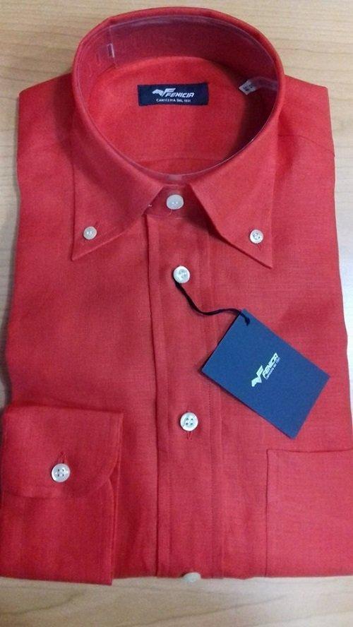 Camicia rossa semplice ed elegante
