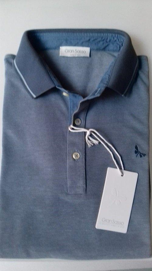 Maglietta di colore blu con dettaglio azzurro