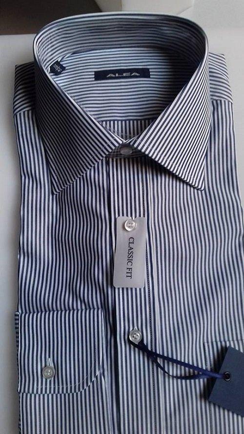 Classica ed elegante camicia mille razze blu e bianca
