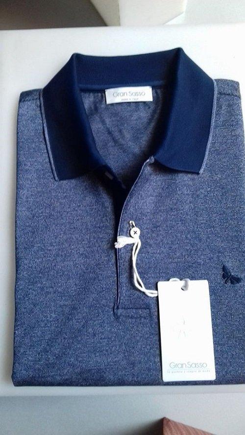 Maglietta di denim blu con il collo blu