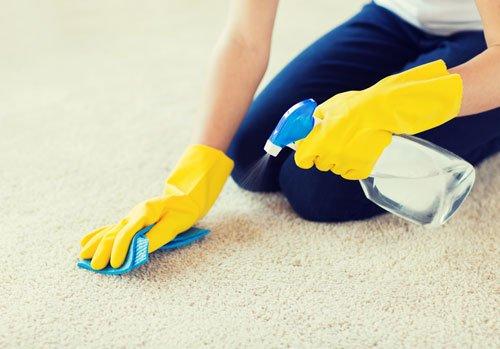 pulizia tappeto bianco